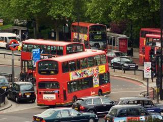 Een dubbeldekkerbus in Londen