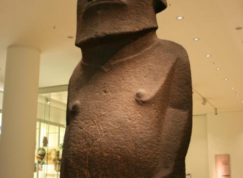 Een beeld uit paaseiland in het British Museum